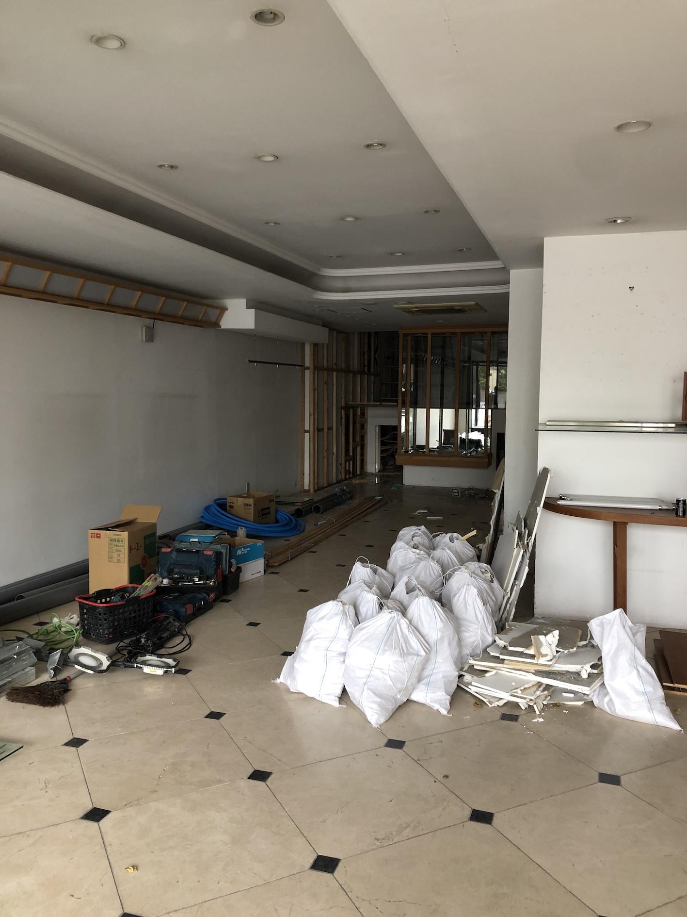 屋内, 天井, 部屋, 床 が含まれている画像  自動的に生成された説明